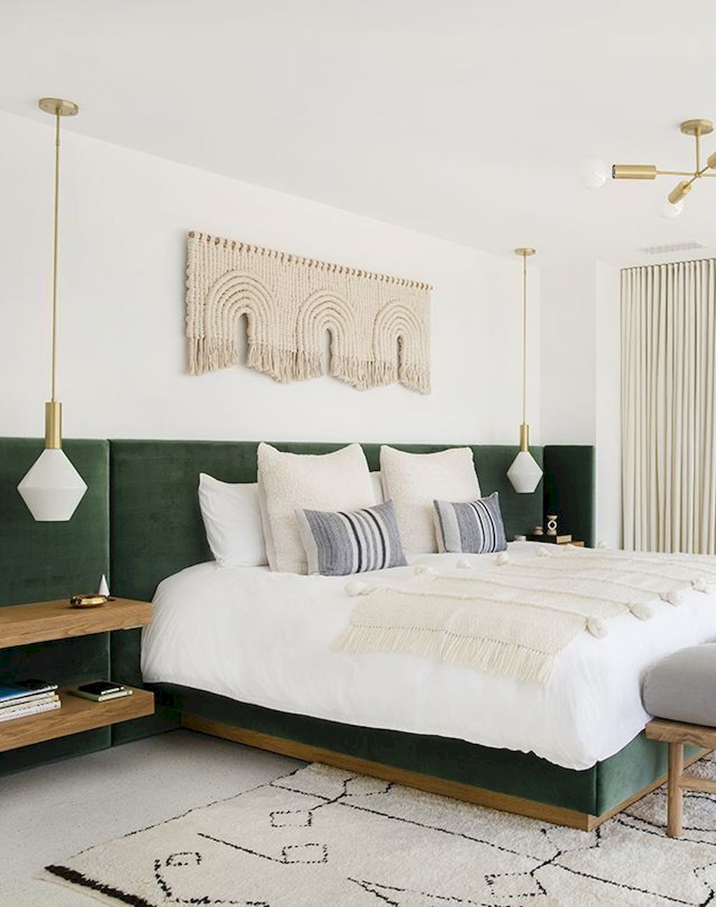 Comfortable Master Bedroom Concept With Affordable Decoration Part 10