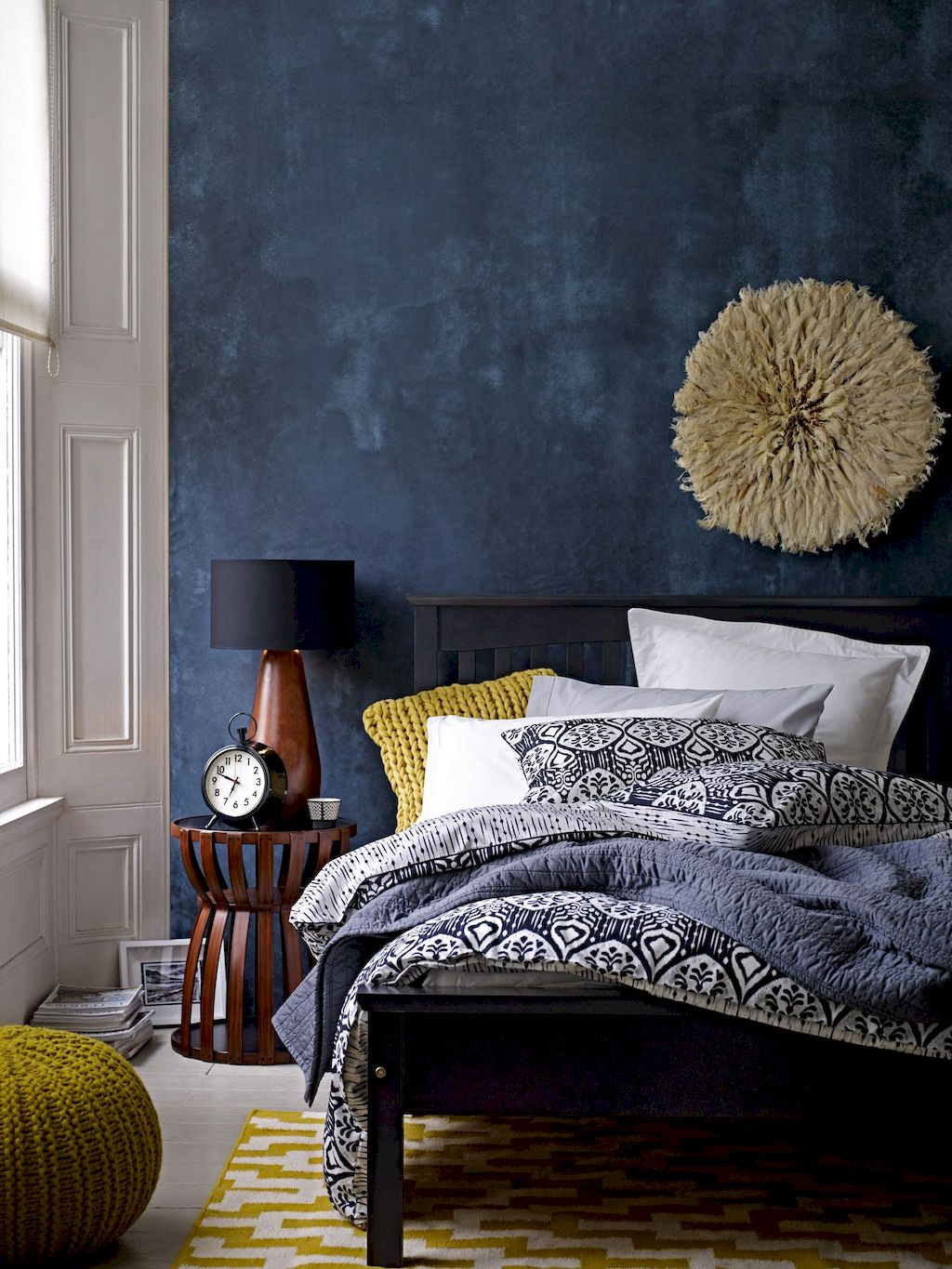 https://elonahome.com/wp-content/uploads/2018/12/Simple-Small-Bedroom-Ideas-with-Really-Cozy-Desorations-Part-7.jpg