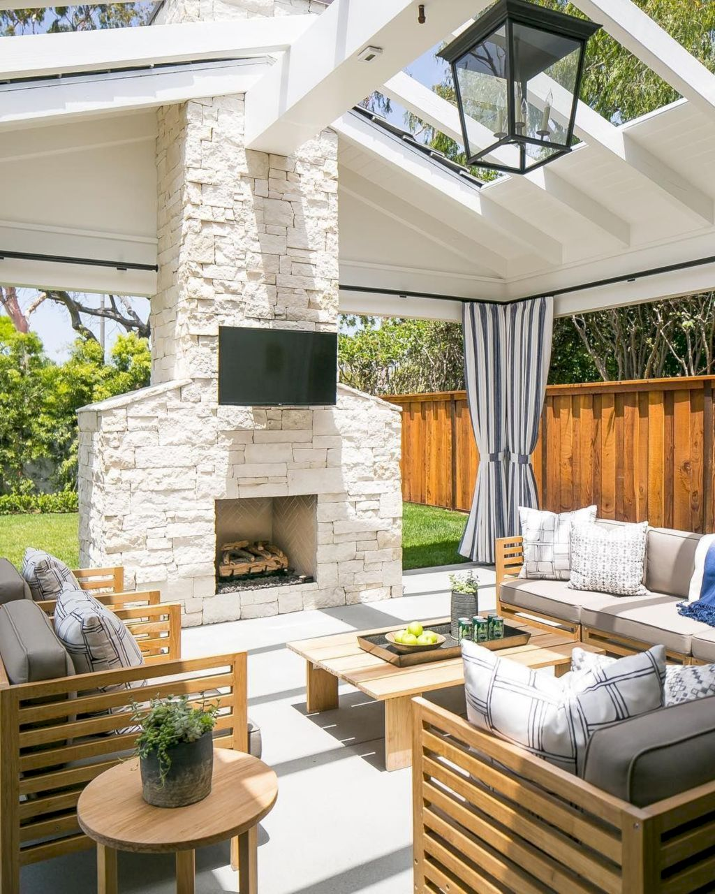 https://elonahome.com/wp-content/uploads/2019/01/Open-living-space-and-porch-design-as-special-space-to-gather-and-enjoy-your-landscape-21.jpg