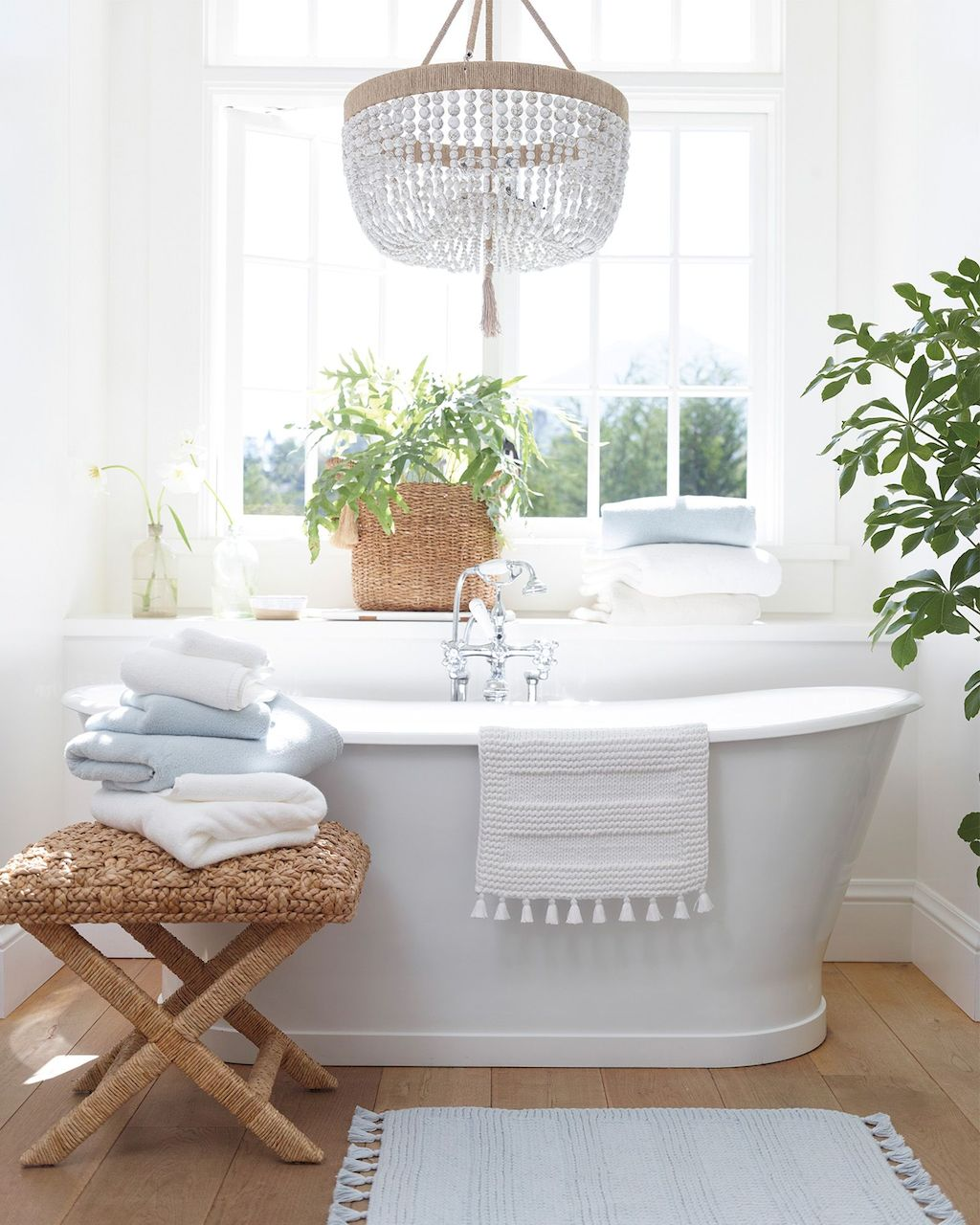 https://elonahome.com/wp-content/uploads/2019/01/Small-standing-tubs-powerful-to-make-up-small-bathroom-looks-Part-15.jpg