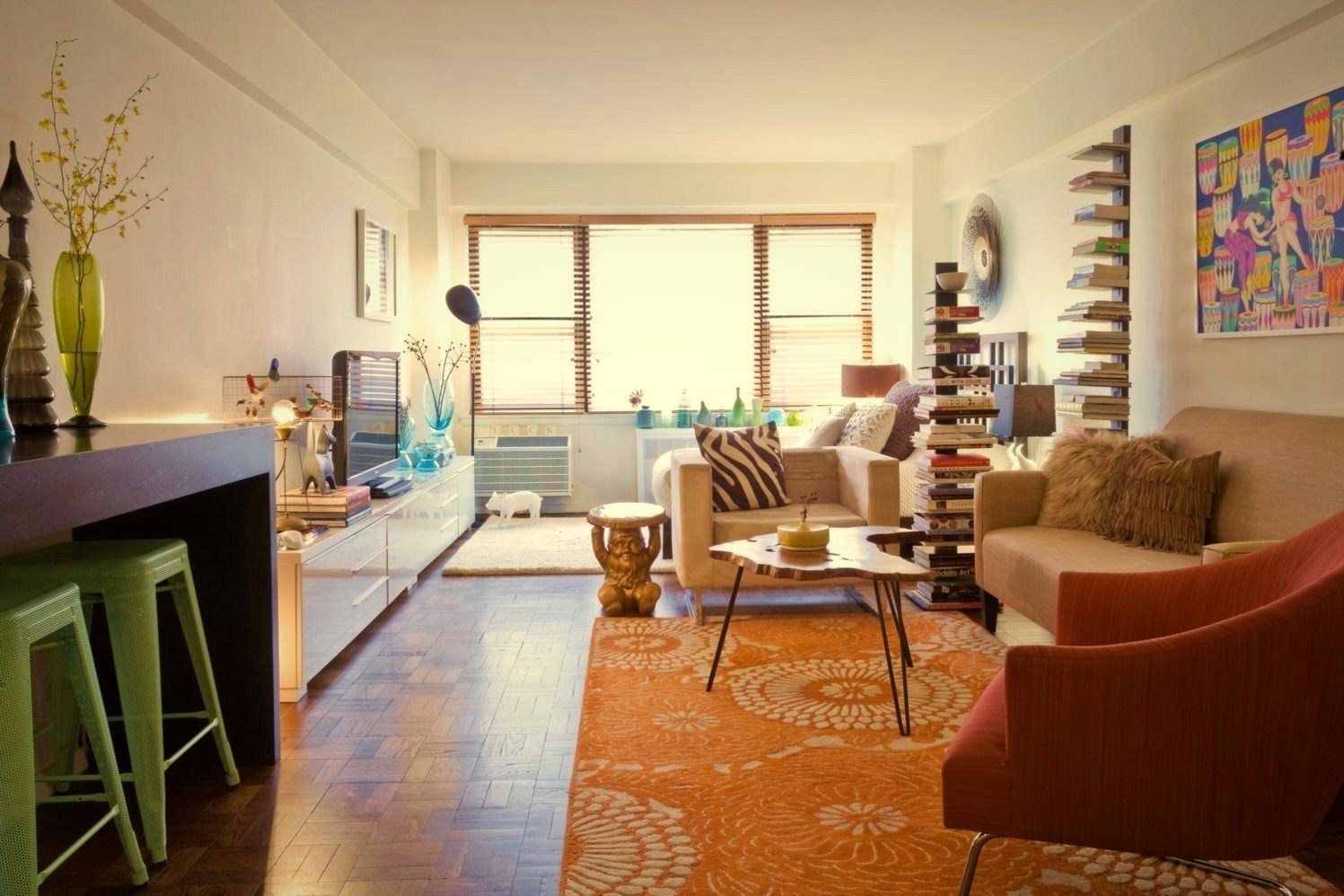 https://elonahome.com/wp-content/uploads/2020/07/Colorful-apartment-idea-of-Micro-Duplex-Apartment-in-NYC-4.jpg