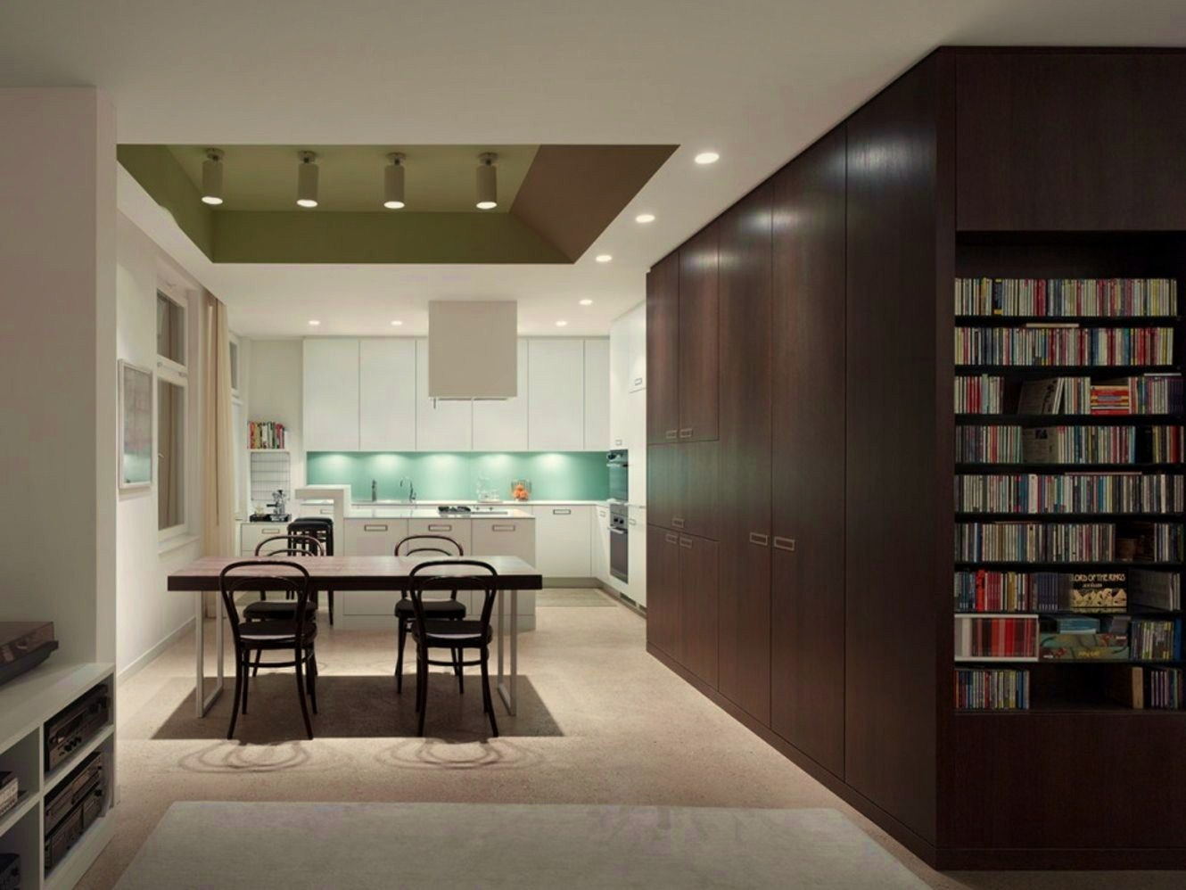 Modern home library design with art wall in Apartment FS Stuttgart (4)