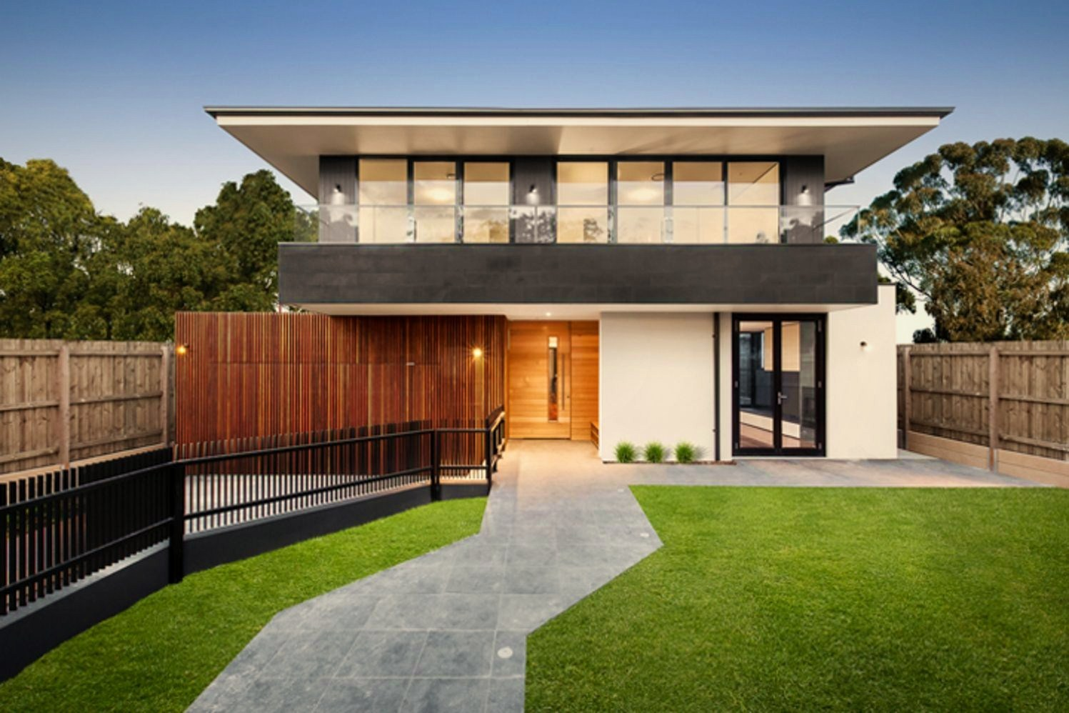https://elonahome.com/wp-content/uploads/2020/07/Tropical-home-style-that-combines-rich-wood-color-and-refreshing-landscape-Jindabyne-Ave-House.jpg