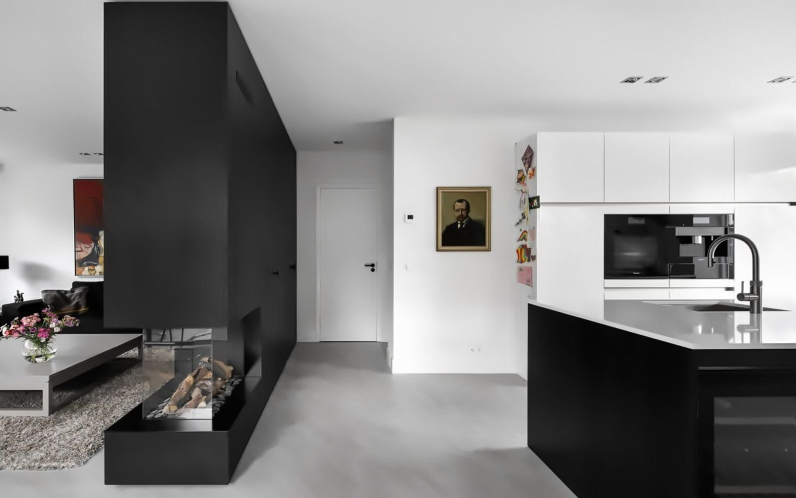 https://elonahome.com/wp-content/uploads/2020/08/Black-white-interior-style-with-simple-yet-modern-furniture-and-accessories-Living-Hillegersberg-3.jpg