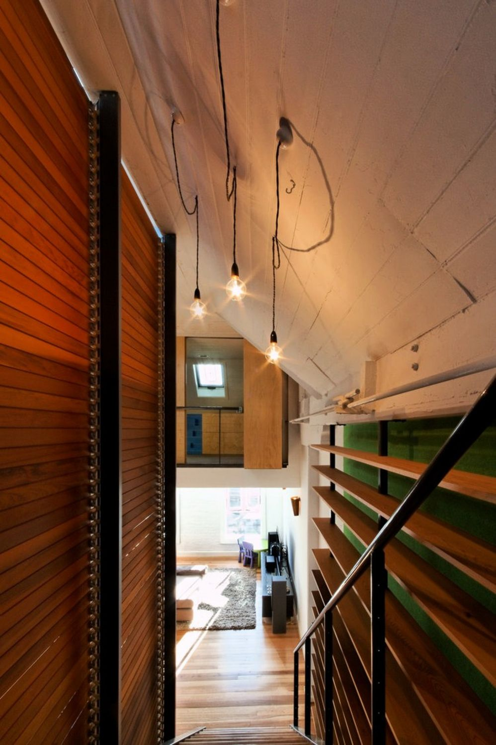 Cozy home design with wood rich interior elements constructing high complexity that enhance the house value and style (2)