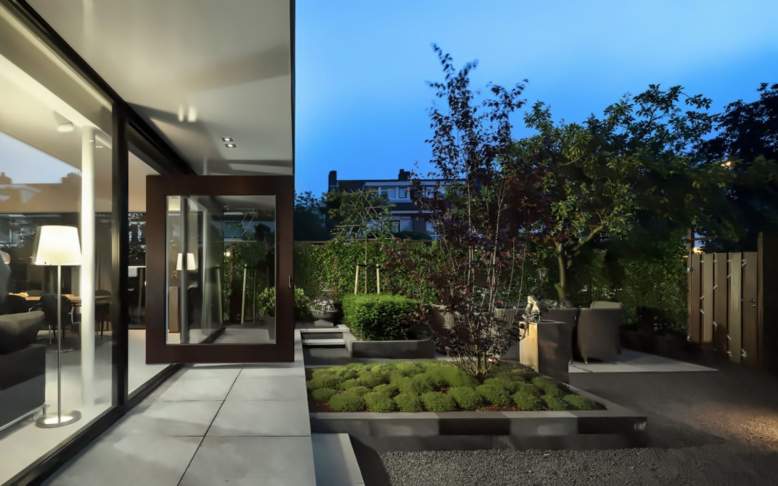 Inspiring home renovation in Rotterdam showing off high quality living space combined with relaxing outdoor area Living Hillegersberg (3)