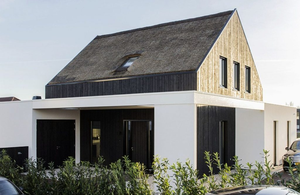 https://elonahome.com/wp-content/uploads/2020/08/Modern-barn-house-project-designed-with-sleek-character-combining-old-and-new-architecture-style-Out-Of-The-Box-3-1024x664.jpg