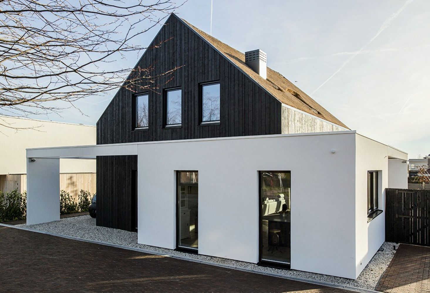 Modern barn house project designed with sleek character combining old and new architecture style Out Of The Box (5)