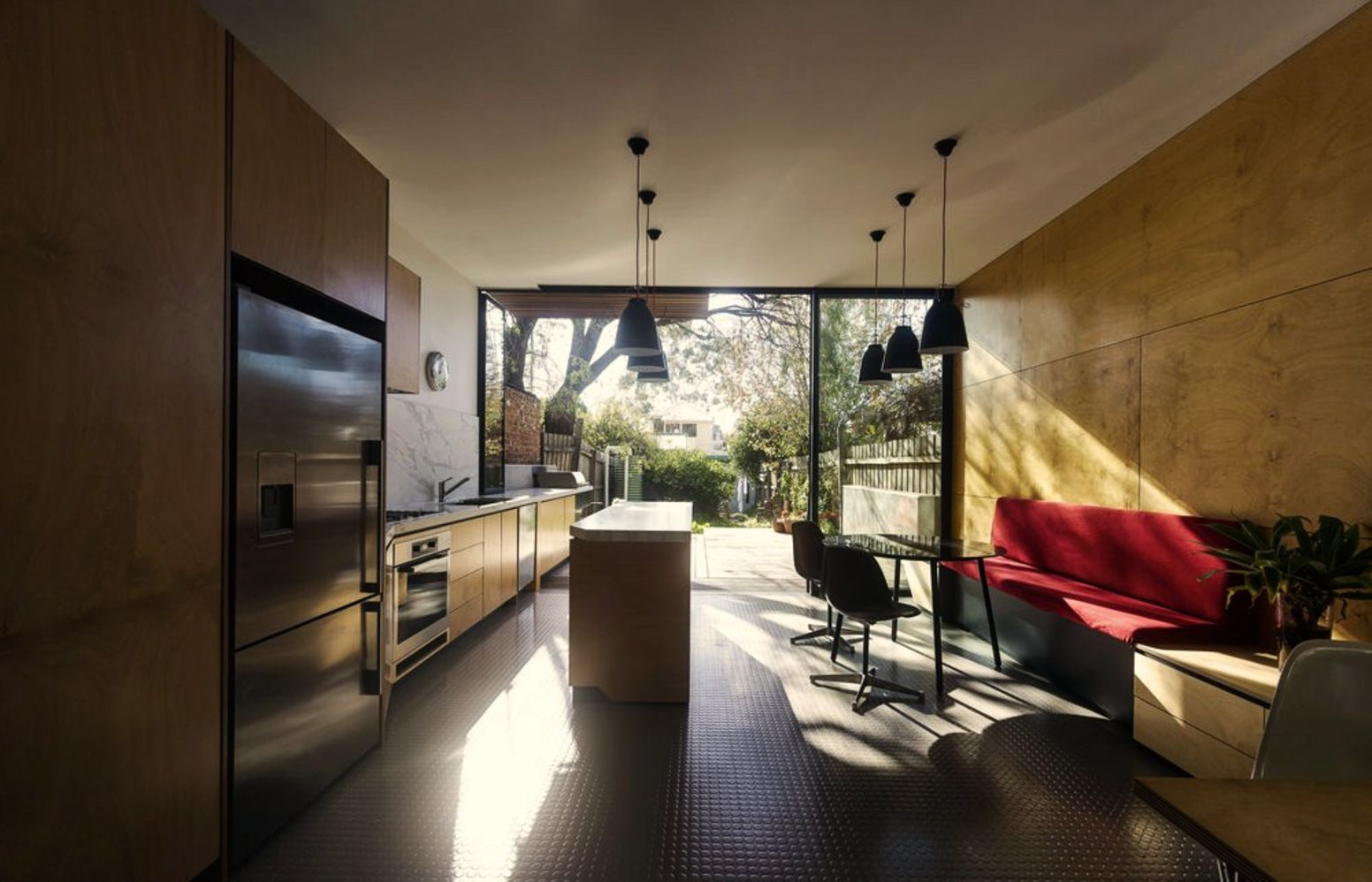 Modern house concept maximizing narrow area with brilliant spatial distribution strategy Moor House (8)