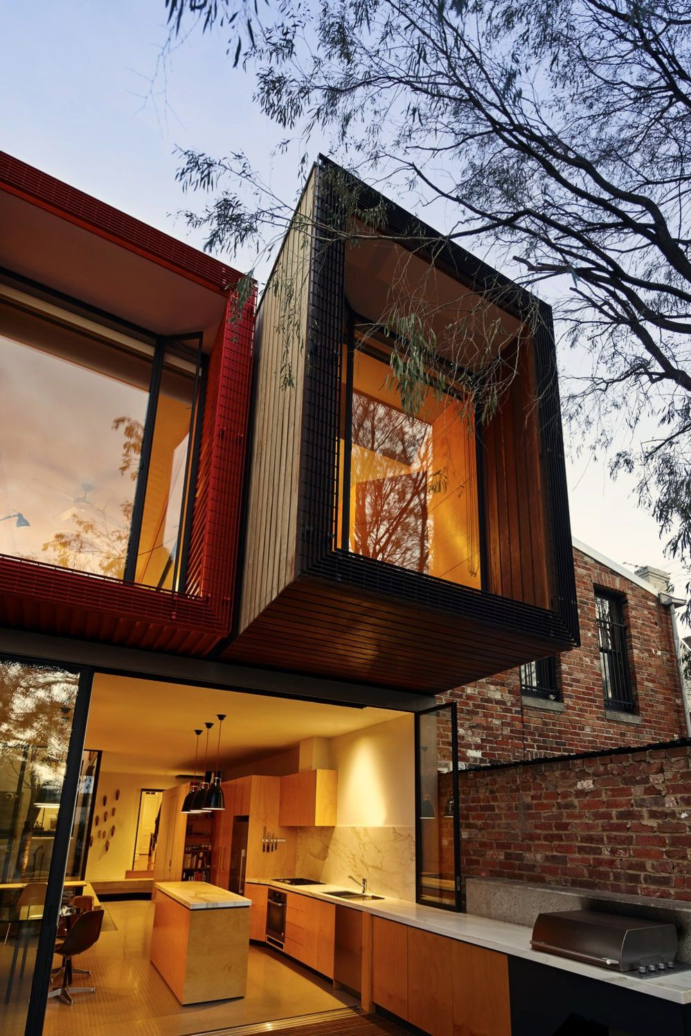 https://elonahome.com/wp-content/uploads/2020/08/Modern-urban-house-style-with-cantilever-structure-for-useful-backyard-terrace-Moor-House-7.jpg