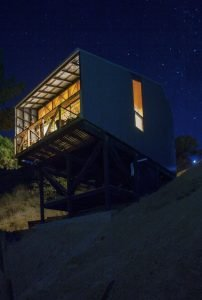 Semi cantilever rural house built on a slope land overviewing vast mountain range (6)