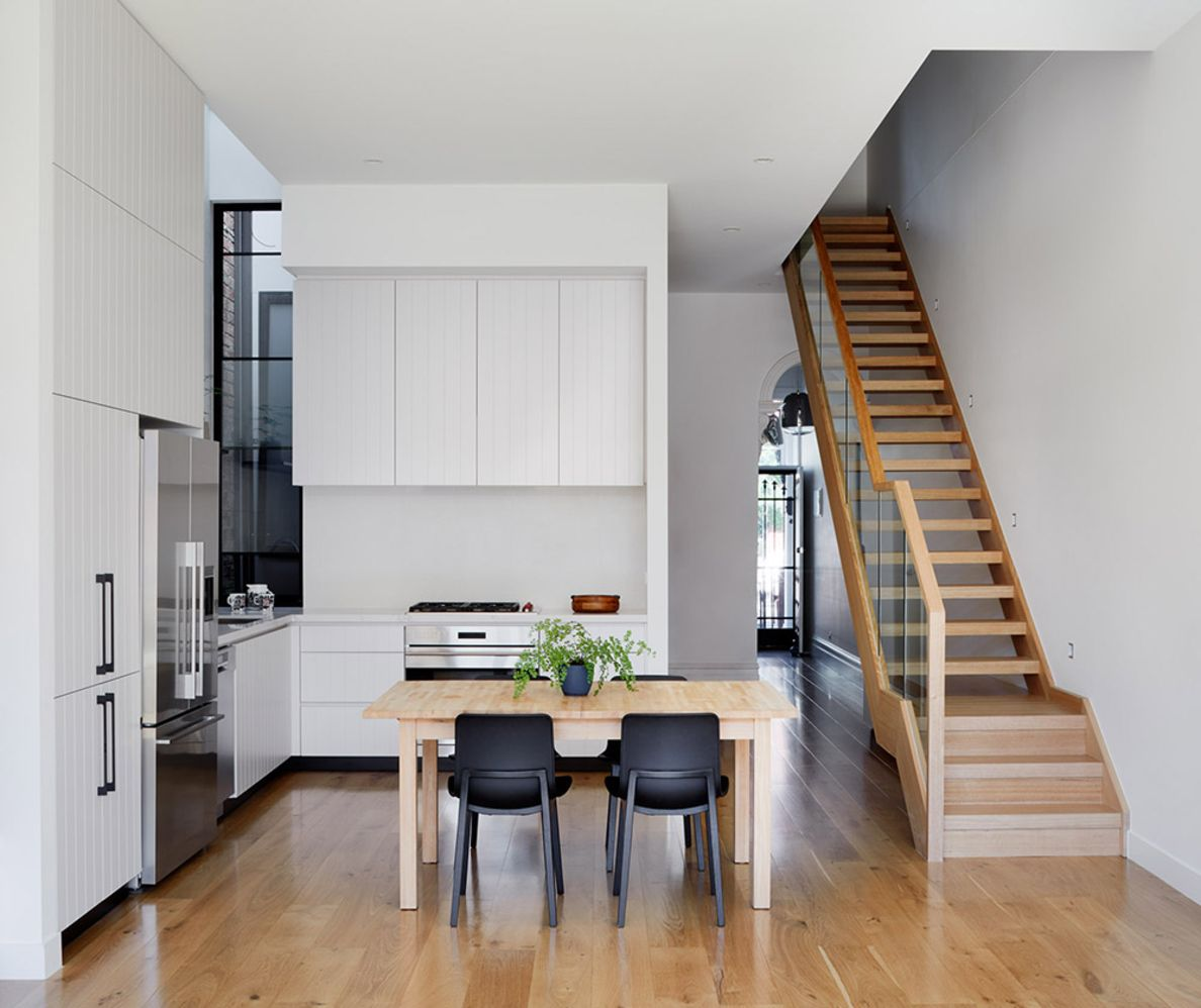 Australian teracced house renovation to give spacious indoor vibrancy in harmonious tones (3)