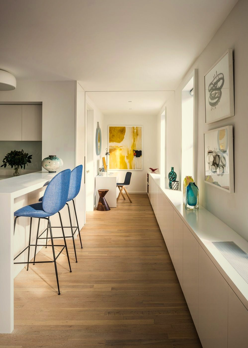 https://elonahome.com/wp-content/uploads/2020/12/Casual-apartment-transformation-enhancing-a-West-Village-dwelling-with-soft-palette-coloring-and-flawless-interior-detailing-2.jpg