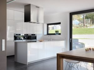 Contemporary interior model amplified by large windows for more natural light penetration (2)