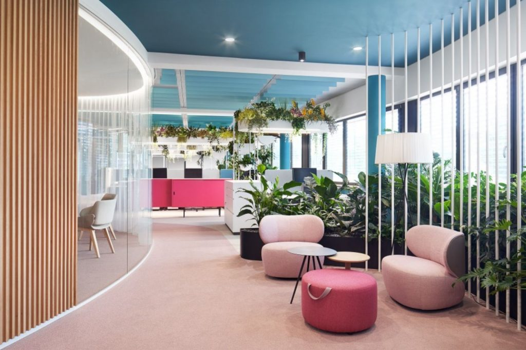 https://elonahome.com/wp-content/uploads/2020/12/Creative-office-concept-created-for-dynamic-and-effective-working-space-5-1024x683.jpg