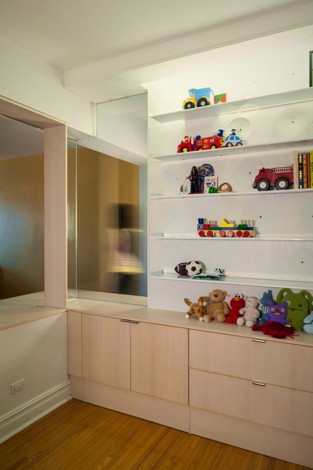 Extensive interior upgrade featuring functional bedroom design to host more efficient workflow with a kids friendly and artistic concept (3)