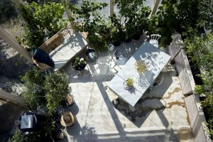 Special family house designed for more natural vibes enhanced with attached greenhouse for garden and lounge (3)